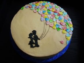 The cascade of balloon hearts cake