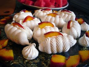 Peach afternoon tea meringues